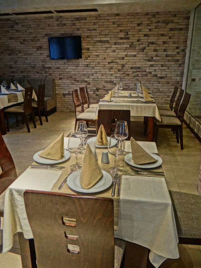 Grand Royale Apartment Complex & Spa - Food and dining